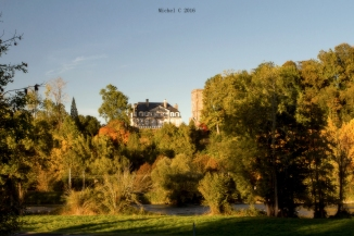chateau-de-coarraze-dans-son-ecrin