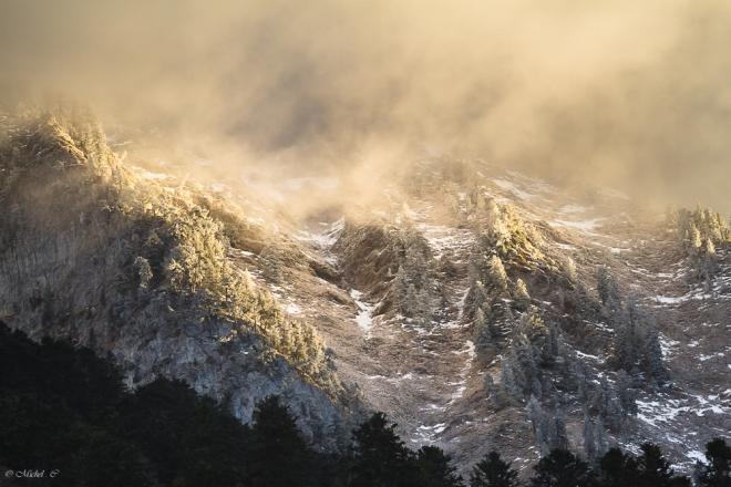 En quelques secondes le vent d'hiver change l'aspect de la montagne Pyrénéenne.